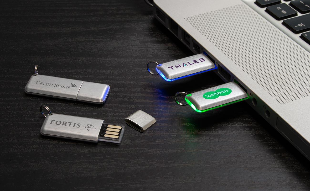 Halo - Egyéni USB-meghajtók LED-lámpával